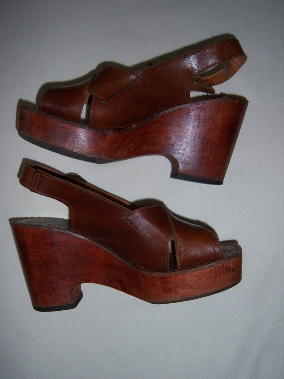 Vintage 1970s Disco Queen leather strappy wood platform shoes-size 6
