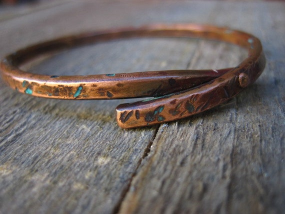 Riveted copper bracelet with marine blue patina