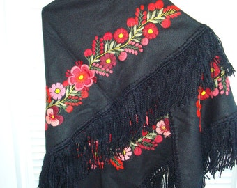 shawl embroidered, hand made