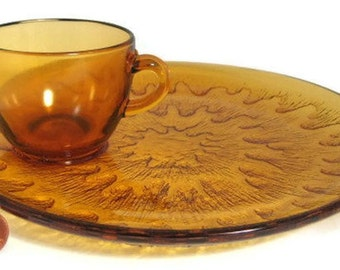 Amber Glass 4 Plates And 4 Cups Indiana Sunburst Snack Set Glass Buffet Picnic 1970s