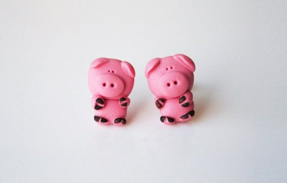 SALE Miss Dorothy the pig stud earring