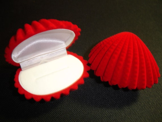 Red Velvet Clam Shell Gift Box