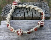 Hemp bracelet with amber and girraffe design beads