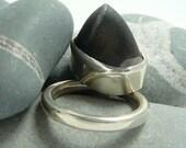 Silver pebble wobble ring.