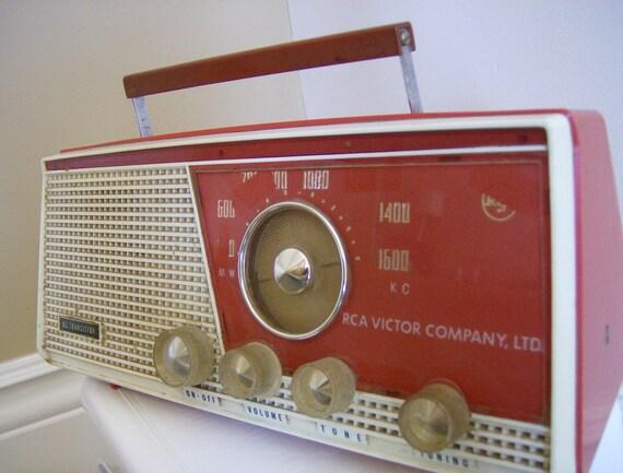 Rock'n Retro Red Transistor Radio