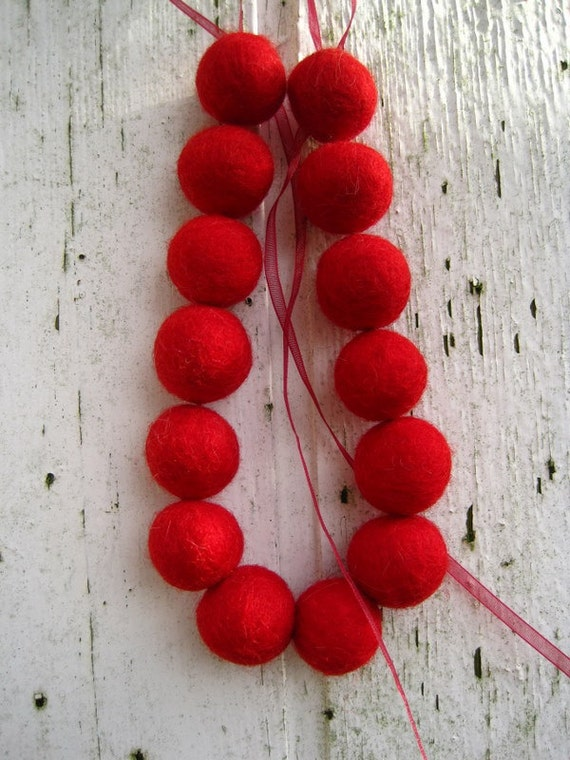 Simple beaded felt necklace felted jewelry red summer