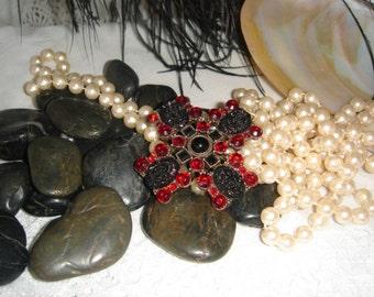 Vintage Brooch, Garnet color stones, Red crystals, Faceted stones