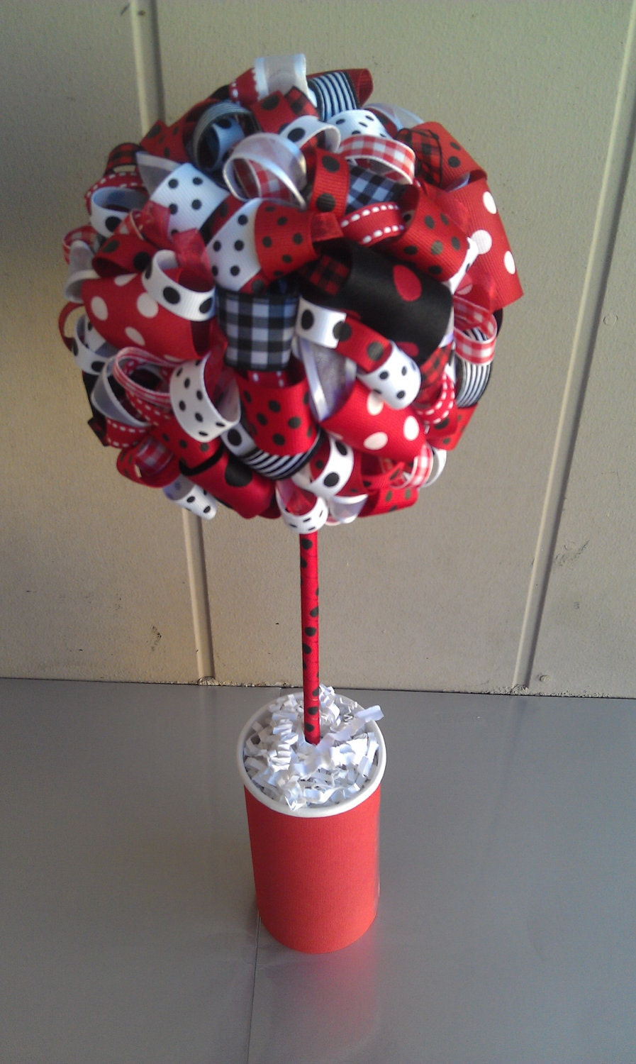 ribbon topiary in ladybug theme red white black ribbon. Black Bedroom Furniture Sets. Home Design Ideas