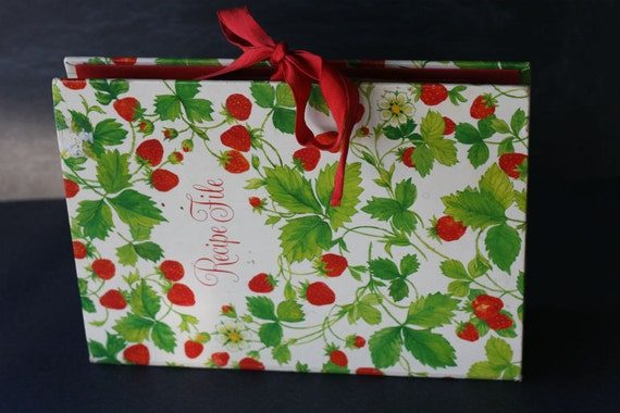 Strawberry Print Vintage Recipe Organizer File 6 Lableled
