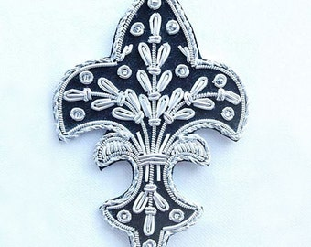 Title:       4 Hand-Embroidered Appliques. Fleur De Lis. Black with Silver Bullion