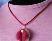 Needlefelt vulva yoni pendant - mature