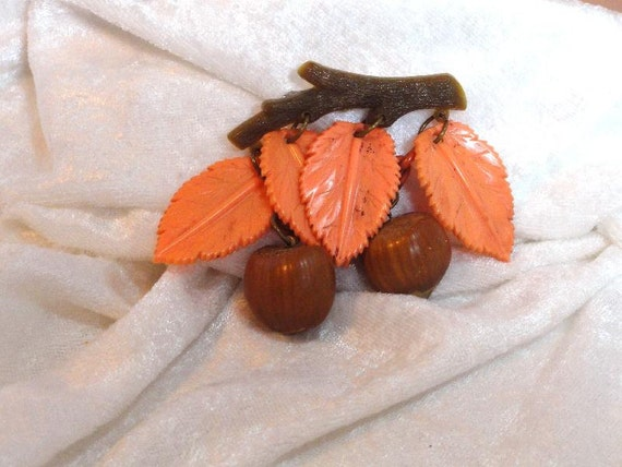 Vintage Charming Fall Colors Plastic Brooch - Leaves & Hazel Nuts  1012ag-121611000
