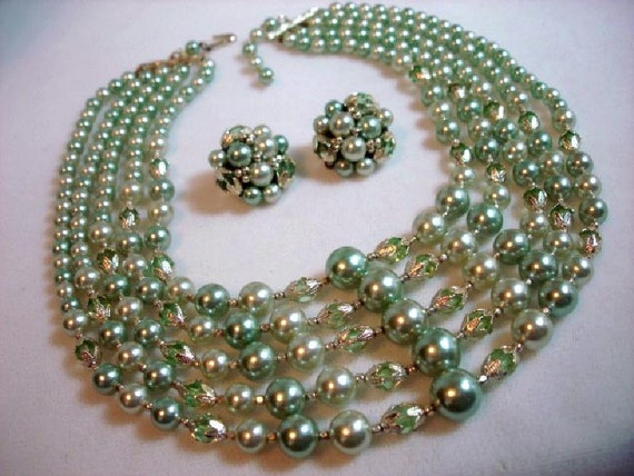 Pastel Green Pearl & Crystal Necklace/Earring Demi Set  MAD MEN    1263ag-012312000