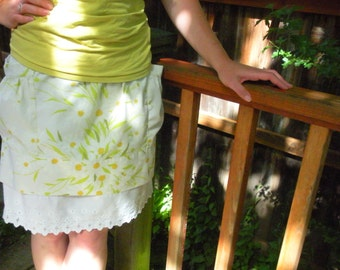 Vintage Inspired Yellow Floral Skirt with Gathered Pockets. Small. Free Shipping in the US. Knee Length.