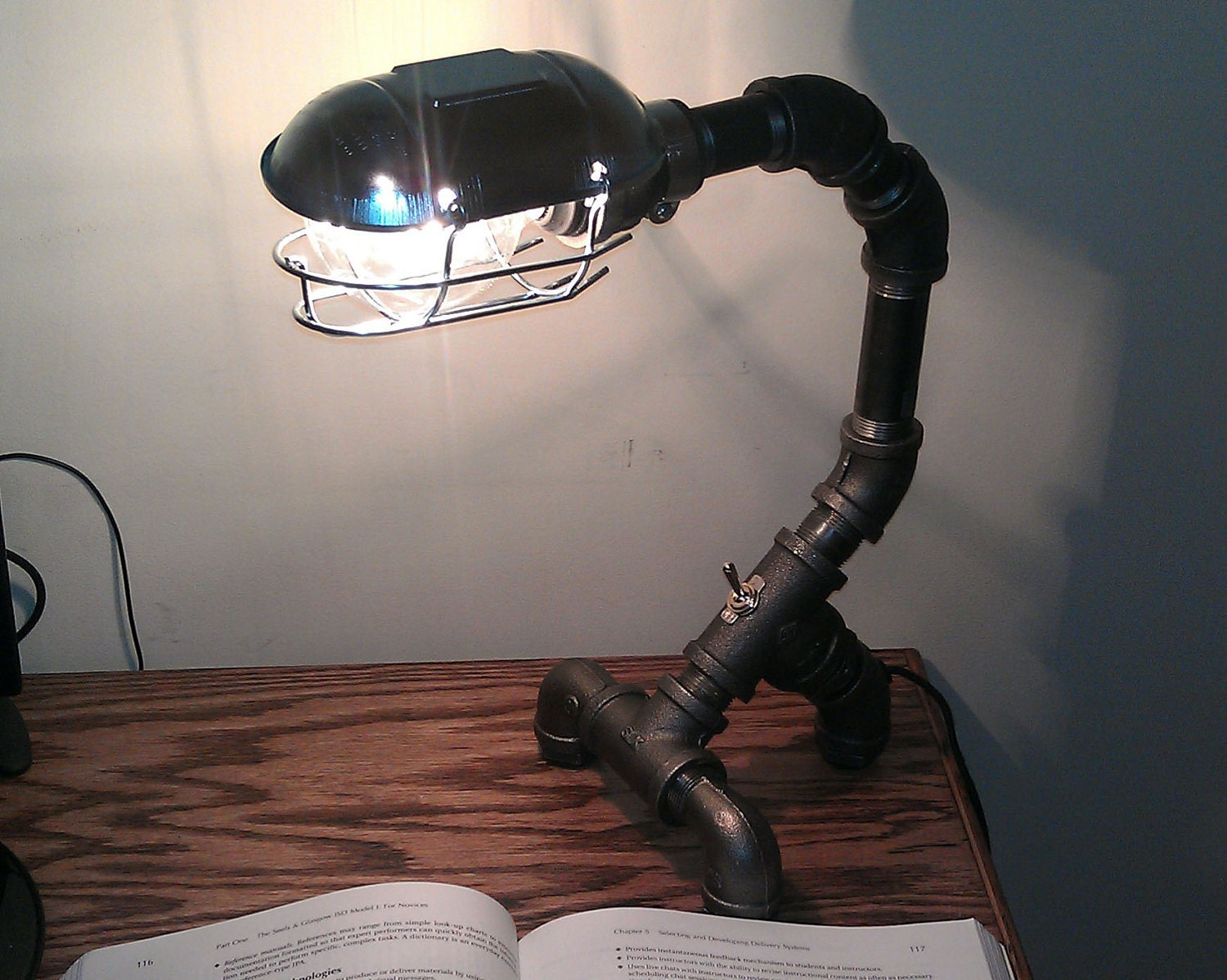 industrial black metal pipe desk lamp pdl 03. Black Bedroom Furniture Sets. Home Design Ideas