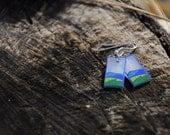 Cerros en el mar (Hand-drawn shrink plastic earrings, green and blue hills)