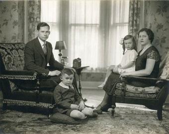 PERFECT FAMILY (So Uncomfortable) Formal Portrait, c.1935, Vintage PHOTOGRAPH, Excellent Condition
