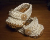 Crochet shoes with buttons