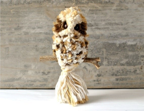 Vintage owl fiber art macramé quirky Mid-Century Modern interior 70s 60s wall hanging decor decoration