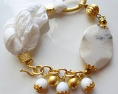 White silk, gold-plated bracelet coral pearl-free shipping