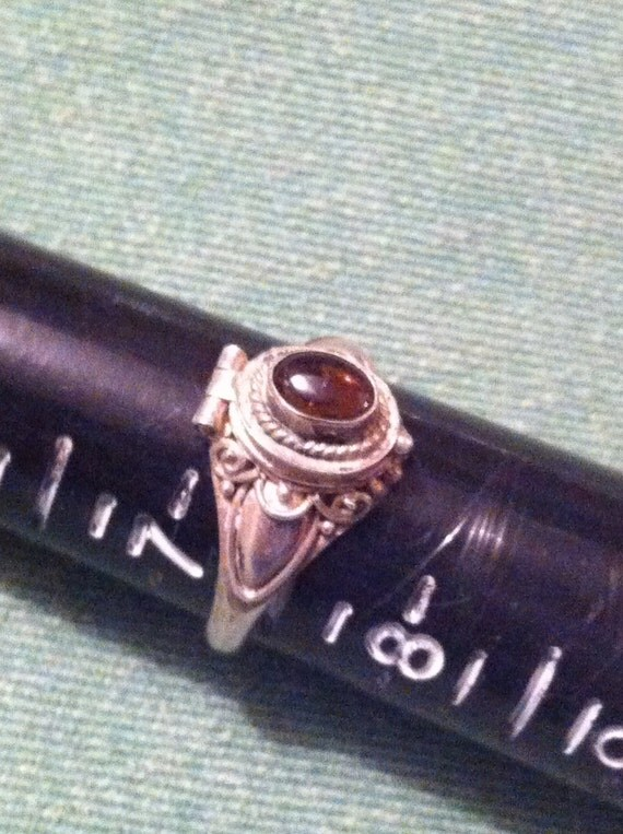 Poison Ring Rootbeer Colored Cabochon (Amber): Vintage Size 7 1/4