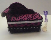 Miniature Monster High Furniture Chaise Lounge for Spectra's Pet Rhuen