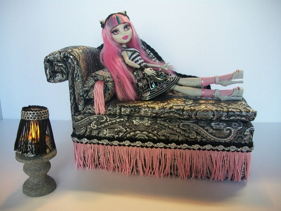 furniture for monster high dolls handmade chaise lounge bed. Black Bedroom Furniture Sets. Home Design Ideas