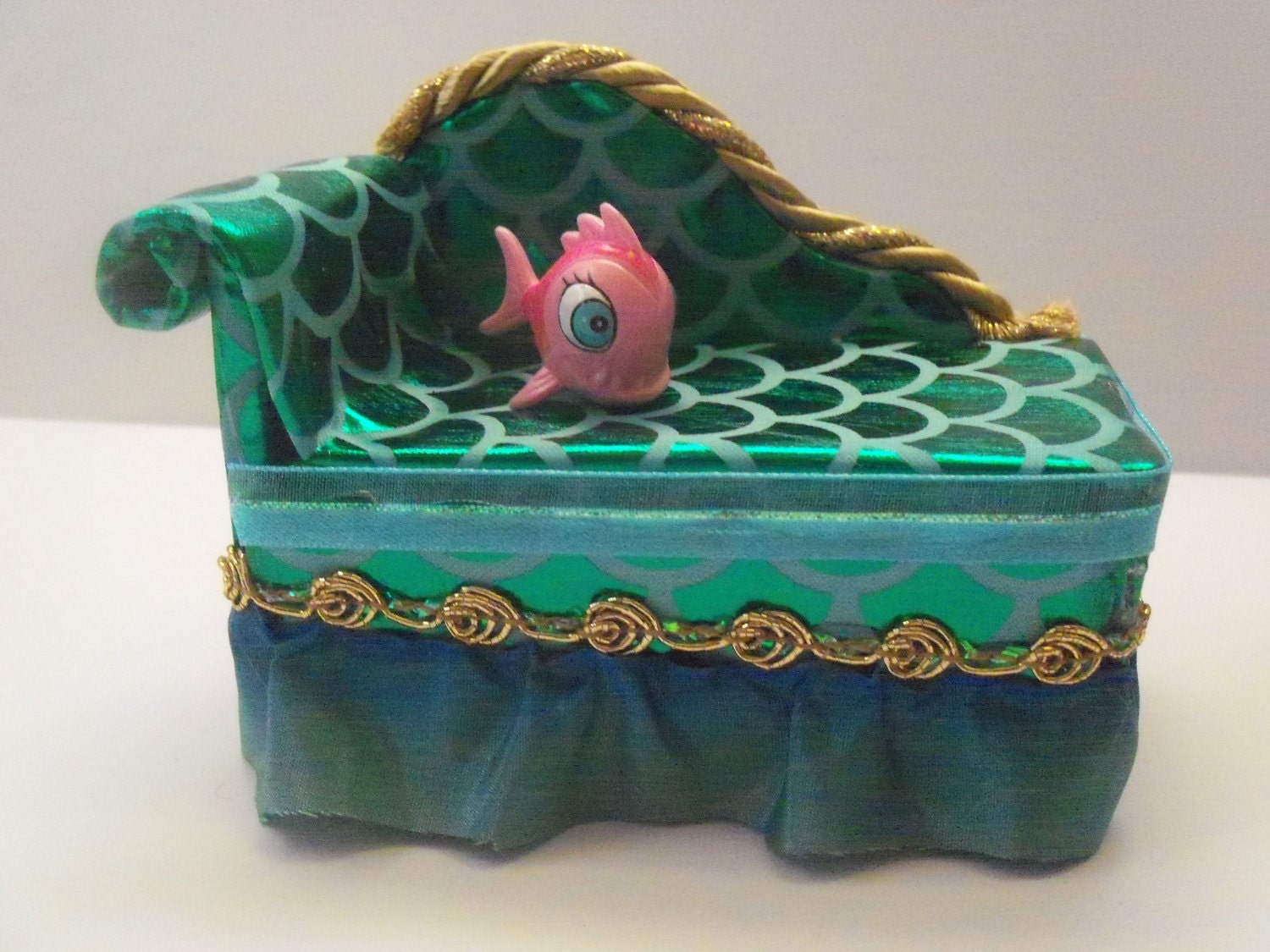 Miniature Monster High Furniture Chaise Lounge For