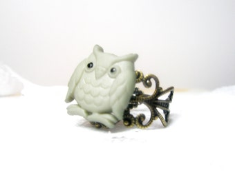 Owl  ring - bird ring  Grey Bird Ring Vintage Style Ring Antique Brass Filigree Adjustable