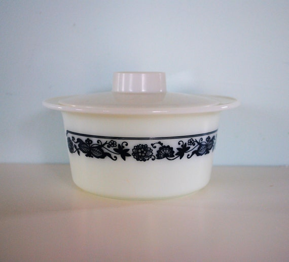 Pyrex Old Town Blue Butter Tub with Lid
