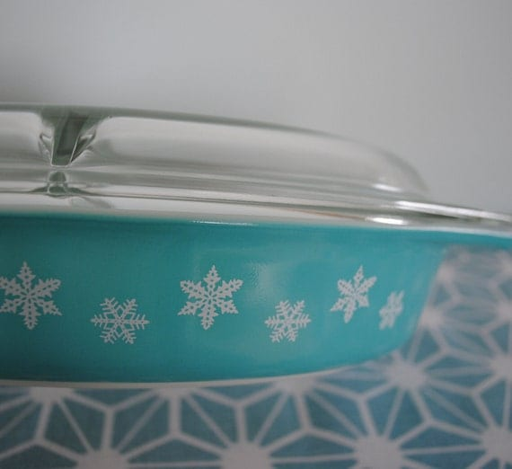 Pyrex Turquoise Snowflake Divided Serving Covered Dish