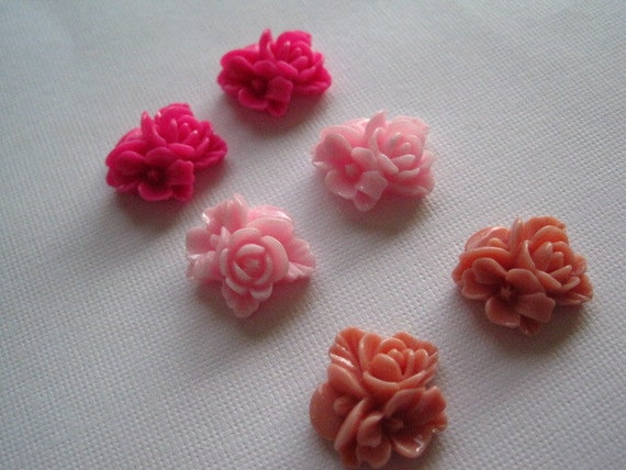 Resin Flower Cabochons / 6 pcs Pinks Resin Flowers / Triple Bloom Cabochons 16mm x 16mm