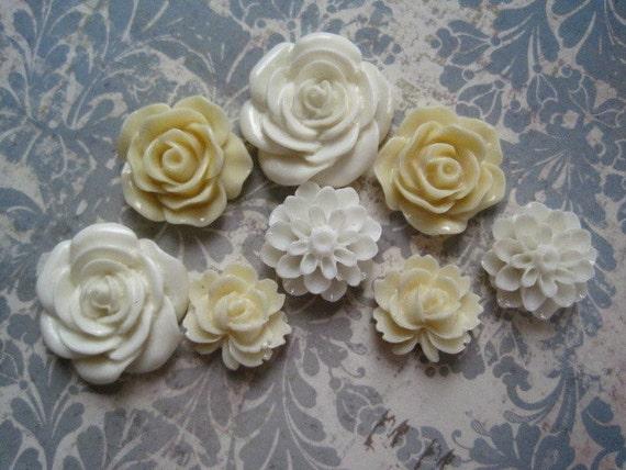 Resin Flower Cabochons / 8 pcs Resin Dahlia Mum Rose / Cream Flowers / 22mm, 19mm, 15mm