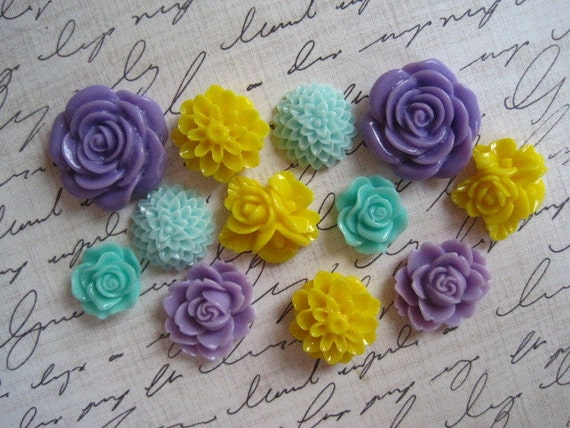Resin Flowers... 12 pcs Resin Cabochon Flowers....Resin Dahlia Mum Rose... Perfect for Bobby Pins and Earring Blanks