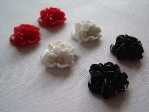 Resin Flower Cabochons / 6 pcs Red White Black Resin Flowers / Triple Bloom Cabochons 16mm x 16mm