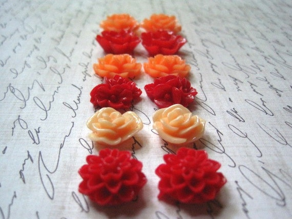 Flower Cabochons .... 12 pc Resin Flowers in Red and Melon Orange