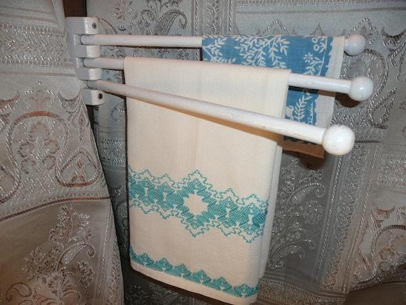 wooden swinging three arm towel rack vintage travel trailer. Black Bedroom Furniture Sets. Home Design Ideas