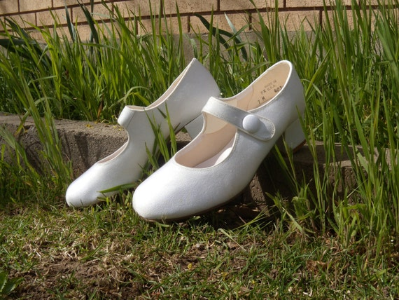 RESERVED FOR EMELIE Vintage White Mary Jane Heels with Button Strap Sz 7