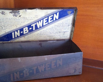 Great collectible cigar box, in b tween cigars, metal box