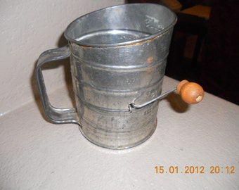 VINTAGE Antique BROMWELLS 5 CUP Sifter Red Wood Handle