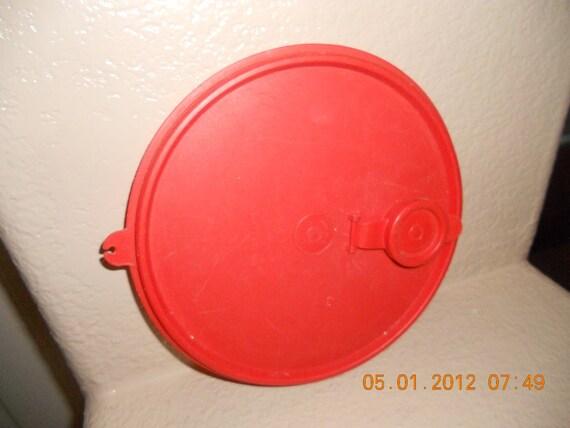 VINTAGE Tupperware Y Replacement Lid 7 1/2  565 Flip-Spout red