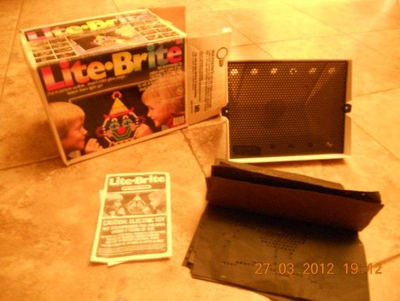 Vintage 1986 Lite brite with orginal box instructions Milton Bradley EXTRA PEGS
