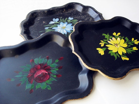 Set of 3 vintage 40s black toleware trays hand painted flowers/ Jerywil/ vintage home decor/ shabby chic cottage decor