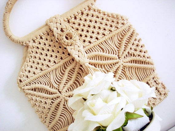 Vintage 70s macramé cream handbag/ cream woven bag/ tan woven canvas bag