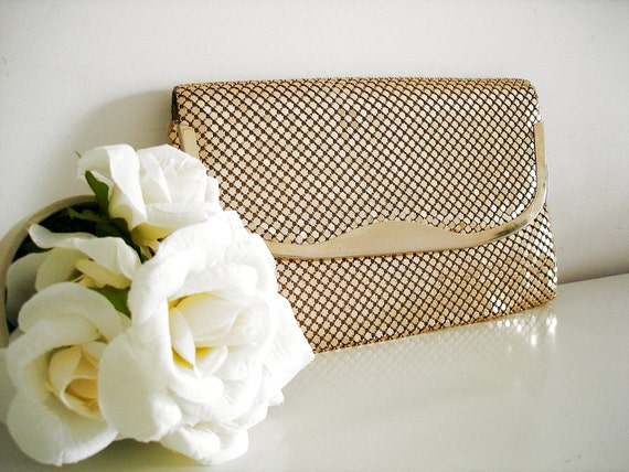 Vintage 80s mesh clutch/ gold tone metallic mesh evening purse