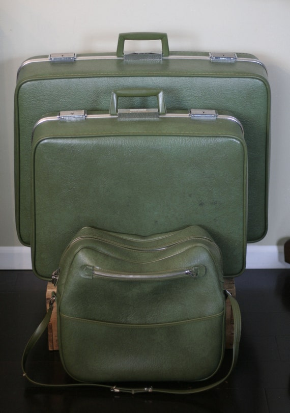 vintage luggage set moss green towncraft
