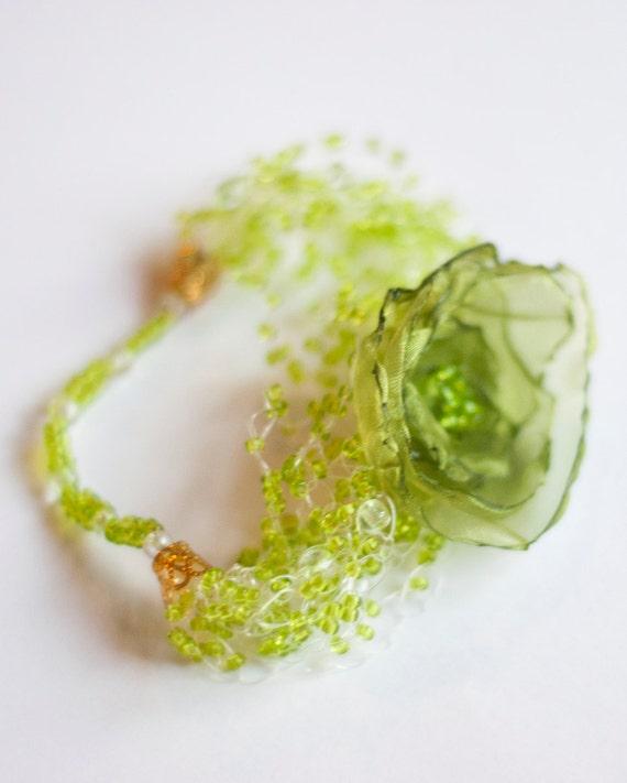 Green beaded flower bracelet
