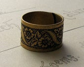 Antique brass floral ring, romantic floral band, vintage style jewelry
