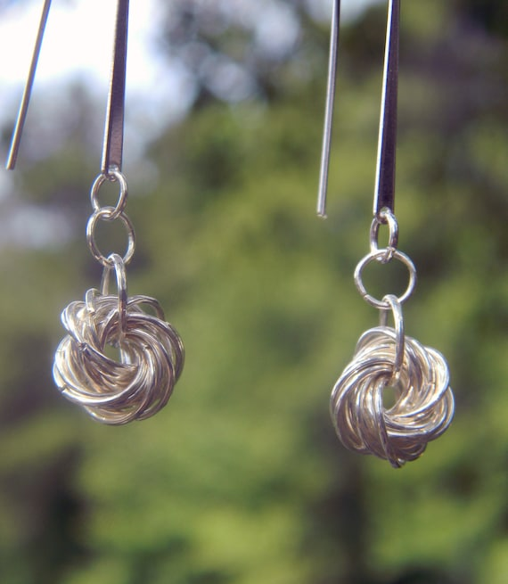 Chainmaille Möbius Knot Earrings