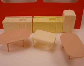 Doll House Furniture  14 pieces
